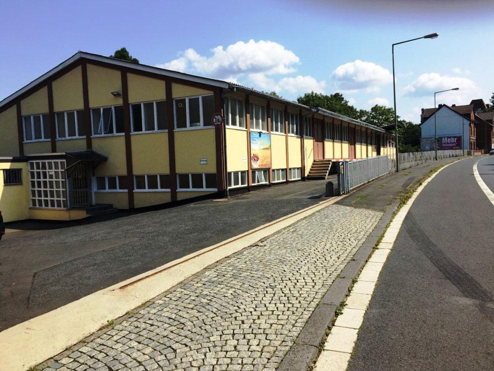 VERMIETET - Die lange Zeit als Produktionsstätte genutzte Halle besteht aus 3 Geschossen